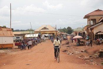 Yambio nchini Sudan Kusini. baadhi ya maeneo wanafuzxi walikuwa akisomea chini ya miti, lakini UNMISS inasadia kujenga madarasa