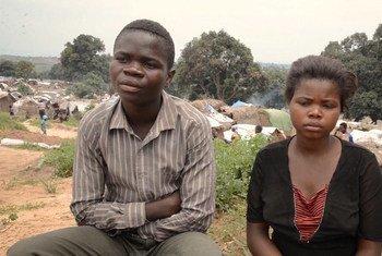 Нищета и голод заставляют многих детей в Демократической Республике Конго вступать в брак.