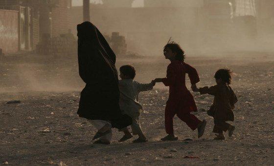 من الأرشيف: أسرة أفغانية في هيرات في أفغانستان.