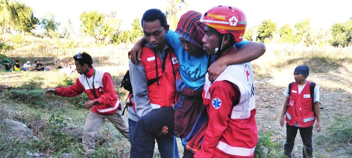 An injured victim of the 5 August 2018 North Lombok earthquake in Indonesia is evacuated by members of the Red Cross.