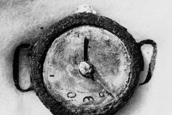 Saa ya mkononi ilivyosalia baada ya bomu la Hiroshima. Saa hii inaonyesha ilisimama saa 2.15 asubuhi punde tu baada ya kuangushwa kwa bomu la atomiki tarehe 6 Agosti 1945.