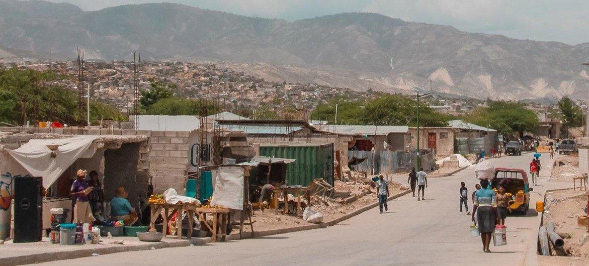 La route desservant Canaan, près de Port-au-Prince, en Haïti (archives).