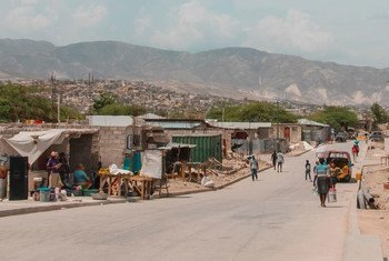 La route desservant Canaan bénéficiera à environ 200 000 Haïtiens vivant dans cette communauté ou la plupart d'entre eux n'ont pas accès à l'électricité, aux toilettes, aux équipements essentiels ou aux services de l'État.