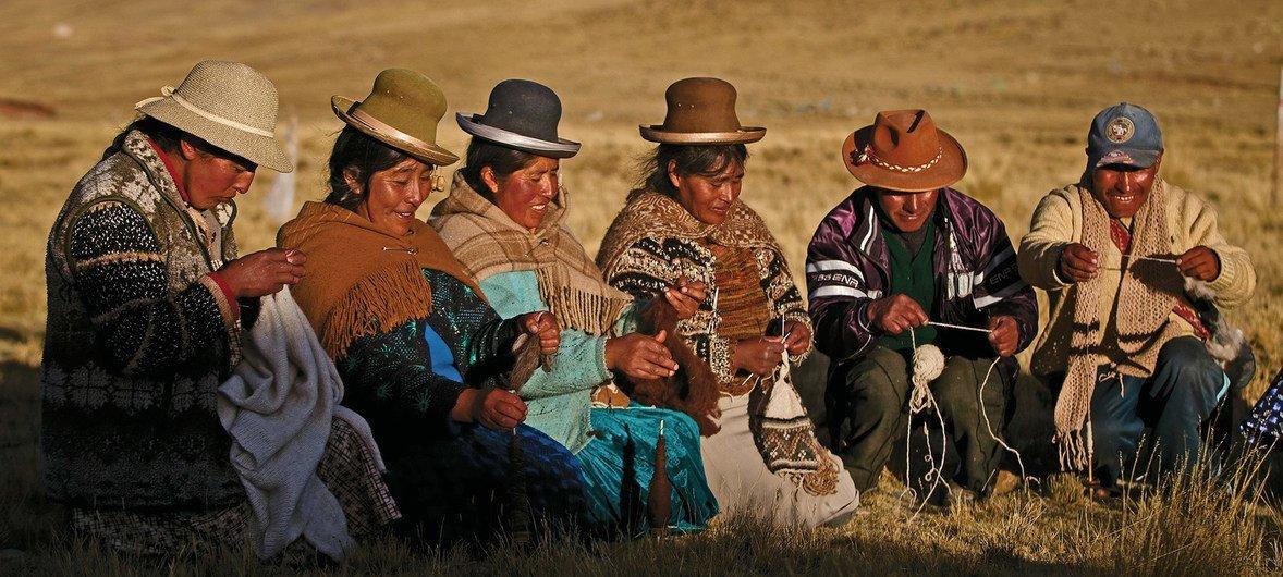 Povos indígenas de Nuñoa em Puno, no Peru.