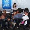 Personal de ACNUR verifica y asiste a los refugiados, solicitantes de asilo y personas de interés provenientes de Venezuela en el refugio Rondón I recientemente inaugurado en Boa Vista, Roraima, en el norte de Brasil.