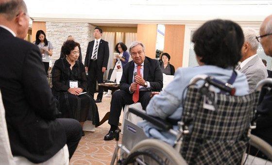 Em 2018, o secretario-geral conversou com sobreviventes das bombas atômicas contras as cidades de Hiroshima e Nagasaki