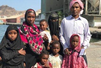 Batola na Hussein Mohammed na watoto wao wakijiandaa kuondoka Yemen kurejea Somalia kupitia msaada wa UNHCR na IOM baada ya machafuko kuzidi nchini Yemen.