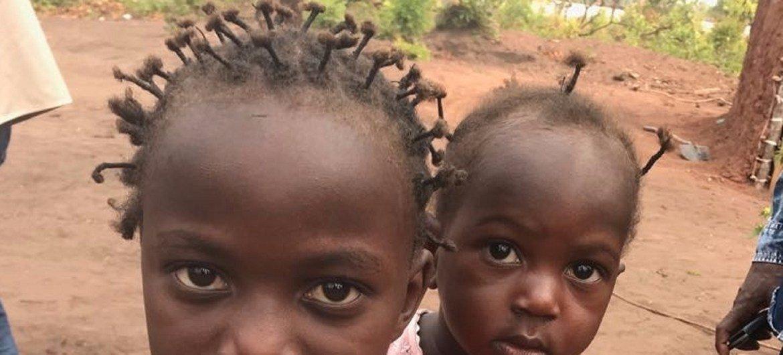 Milhares de crianças congolesas estão matriculadas num sistema de educação informal e falam português.