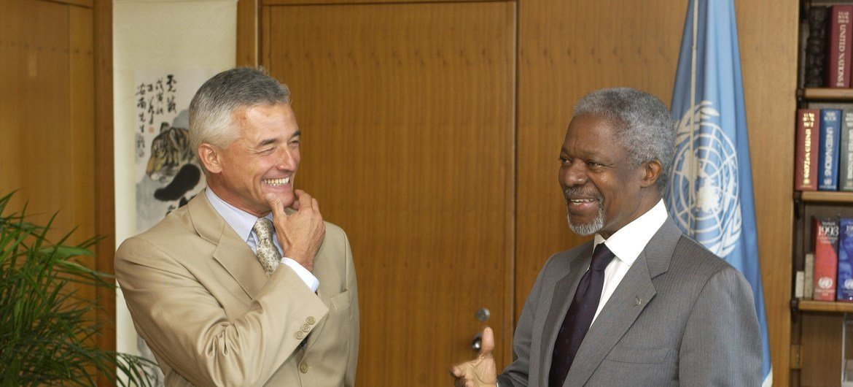Бывший Генсек ООН Кофи Аннан с Сержио Виейре ди Меллу, тогда назначенным на пост Верховного комиссара ООН по правам человека.