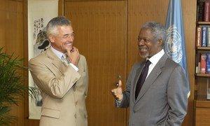 O ex-secretário-geral Kofi Annan se encontrando em 2002 com o falecido Sergio Vieira de Mello, quando o brasileiro foi nomeado alto comissário das Nações Unidas para os Direitos Humanos.