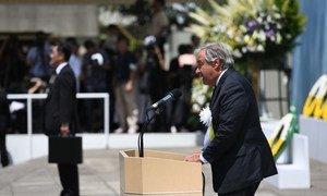 Le Secrétaire général de l'ONU, António Guterres, lors des cérémonies commémoratives de l'explosion atomique au Mémorial pour la paix de Nagasaki, au Japon