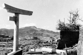Les ruines de Nagasaki à près de 800 mètres de l'épicentre photographiées au mois d'octobre 1945.