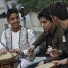 Des étudiants de l'Institut national de musique d'Afghanistan jouent de leurs instruments. Environ la moitié des étudiants de l'établissement sont des orphelins et d'anciens enfants de la rue et environ un tiers sont de filles.
