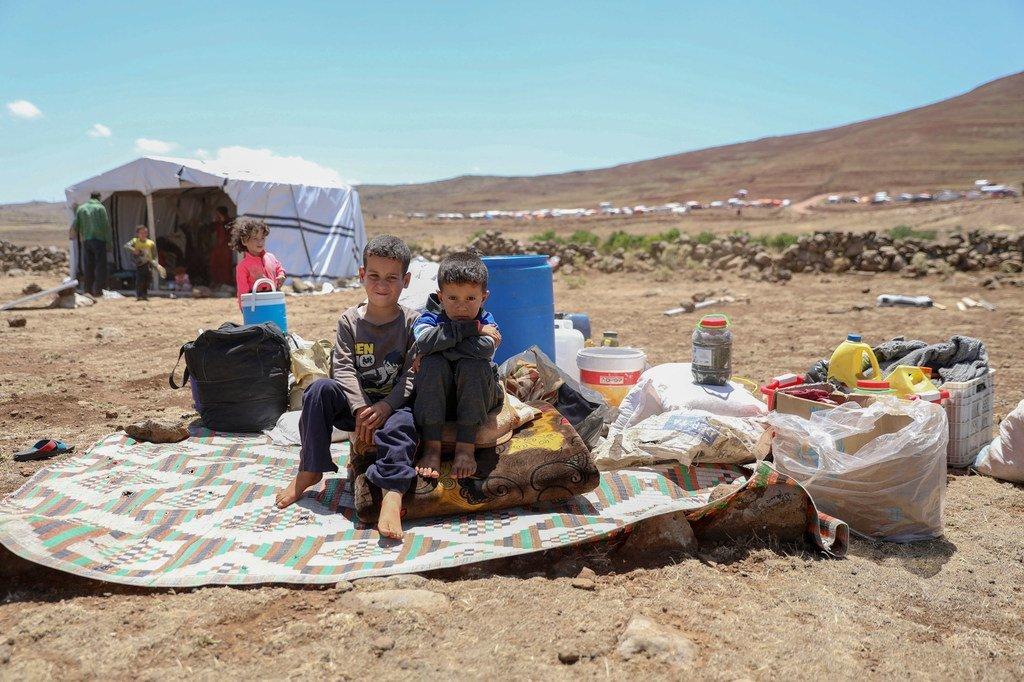 لاجئون صغار فروا من القتال في درعا (صورة من الأرشيف).