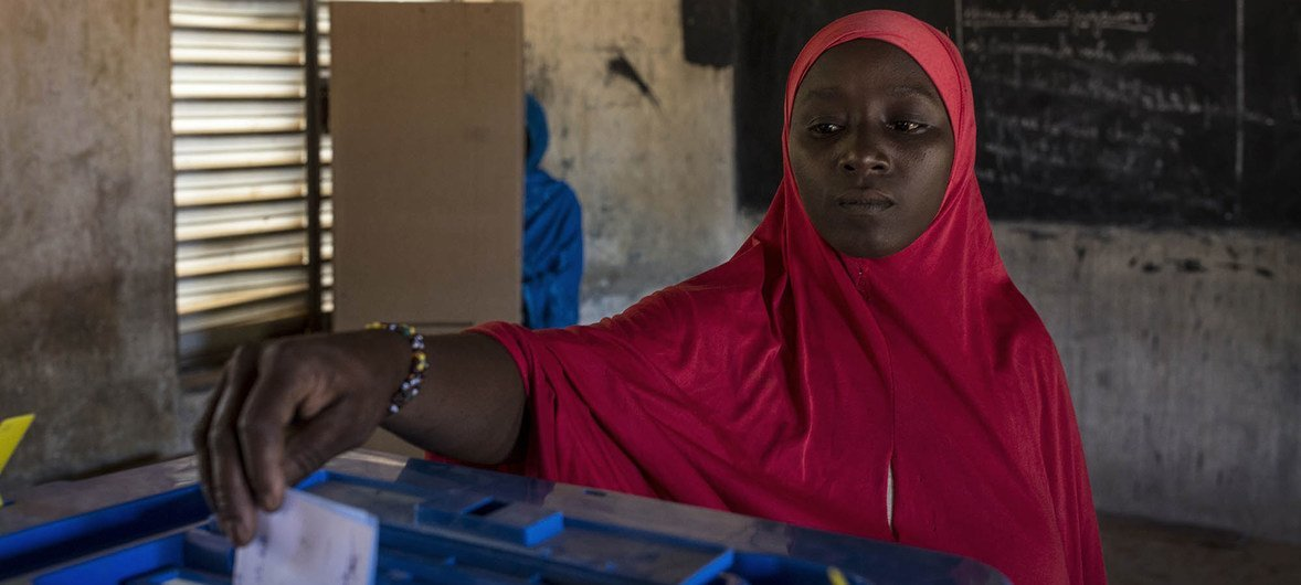 A woman voting at a polling station in Gao, north of Mali, during the run-off presidential elections elections between outgoing President Ibrahim Boubacar Keita and opposition leader Soumaila Cissé. 12 August 2018.