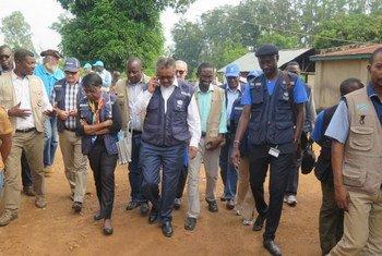 Le Directeur général de l'OMS, Tedros Adhanom Ghebreyesus (au centre), le Dr Matshidiso Moeti (à gauche), directrice régionale de l'OMS pour l'Afrique et Adam Salami, de la MONUSCO évaluent la reponse àa Ebola, au Nord-Kivu, en RDC, le 11 août dernier