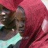 Residentes atienden la inauguración de una base de cascos azules en Yei, en Sudán del Sur, para proteger a los habitantes de la violencia continuada en la región.