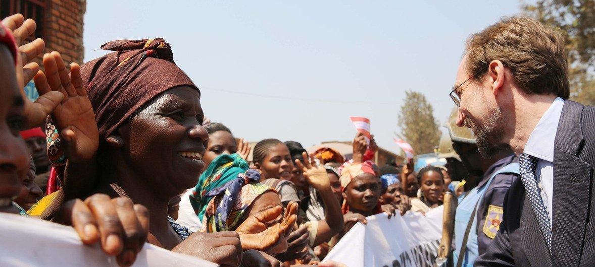 Le Haut Commissaire des Nations Unies aux droits de l'homme, Zeid Ra'ad Al Hussein, a rencontré des femmes lors d'une visite à l'hôpital Panzi, dans l'est de la République démocratique du Congo, juillet 2016.