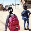Niños caminando hacia la escuela en Rafah, al sur de la Franja de Gaza
