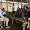 Le Haut-Commissaire assistant du HCR pour la protection, Volker Türk, visite le camp de Nduta en Tanzanie.