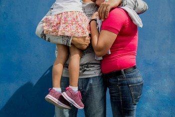 Família da Nicarágua que aguarda asilo na Costa Rica.