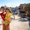 在联合国儿童基金会和世界卫生组织的支持下,政府卫生工作者正在为阿富汗南部的儿童接种脊髓灰质炎疫苗。