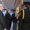Secretário-geral deposita coroa de flores no evento que marcou os 15 anos do ataque terrorista que matou 22 funcionários em Bagdá.