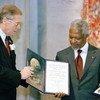 L'ancien Secrétaire général des Nations unies, Kofi Annan, et les Nations Unies ont reçu conjointement le prix Nobel de la paix en 2001.