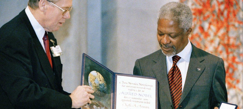 Mwendazake aliyekuwa Katibu Mkuu wa Umoja wa Mataifa, KofI Anna pamoja na Umoja wa Mataifa walitunukiwa tuzo ya amani ya Nobel 2001.