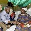 Kofi Annan alipotembelea wodi ya watoto ya hospitali ya Zinder huko Niger mwezi Agosti 2005 wakati akiwa Katibu Mkuu wa  Umoja wa Mataifa.