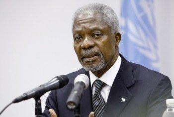 Kofi Annan foi o sétimo secretário-geral das Nações Unidas. Na foto, ele fala a repórteres na missão da ONU na Libéria em 2006.