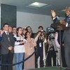 После получения Нобелевской премии Кофи Аннан встретился с сотрудниками ООН, чтобы отметить совместное достижение Организации