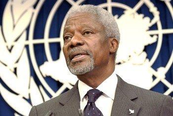 Kofi Annan foi o sétimo secretário-geral das Nações Unidas. Na foto, ele fala a repórteres na missão da ONU na Libéria em 2006