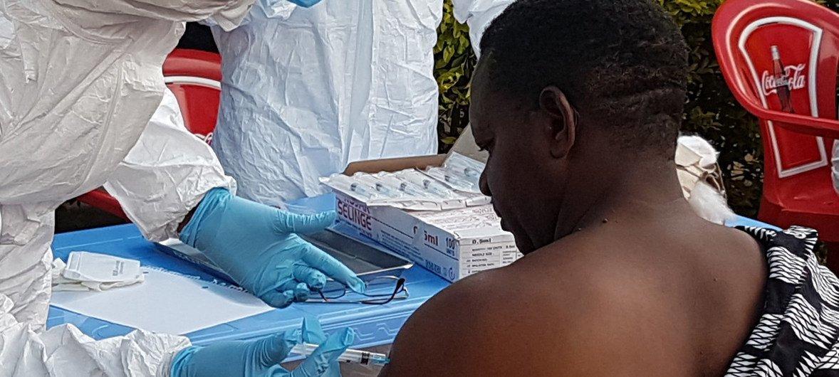 El 8 de agosto de 2018 empezó la campaña de vacunación a los trabajadores de la salud, en Mangina, Kivu Norte, el epicentro del décimo brote de ébola en la República Democrática del Congo.