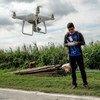 Une équipe d'experts du Ministère de l'agriculture travaille avec la FAO en utilisant des drones pour rassembler des données sur les récoltes de riz à Magalang, dans la province de Pampanga, aux Philippines.