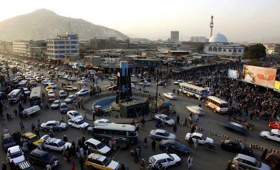 تقاطع مروري مزدحم في العاصمة الأفغانية كابول.
