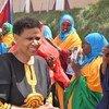 Mkurugenzi Mtendaji wa shirika la Umoja wa amataifa la wanawake-UN-Women,Phumzile Mlambo-Ngcuka,(kushoto) akiwa na wanawake wmjini Baidoa Somalia.