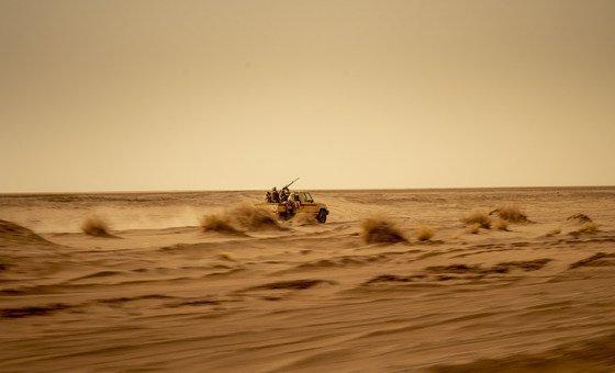 L'armée nigérienne patrouille dans le désert du Sahara pour cibler des groupes militants, notamment l'EIIL et Boko Haram.