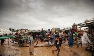 Год спустя после исхода из Мьянмы беженцы-рохинджа по-прежнему живут в Кокс-Базаре в Бангладеш.