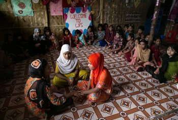 Watoto wa wakimbizi warohingya wakishiriki kwenye mtaalamu wa vijana au GEMS katika moja ya maeneo rafiki kwa wanawake huko kambini Cox's Bazar nchini Bangladesh