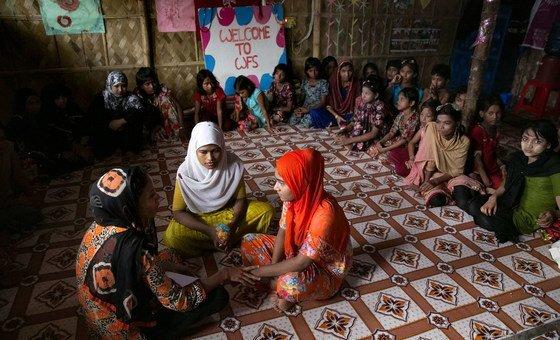 Com o novo apelo, os parceiros humanitários poderão ajudar a implementar o currículo escolar de Mianmar para crianças rohingya em Bangladesh.