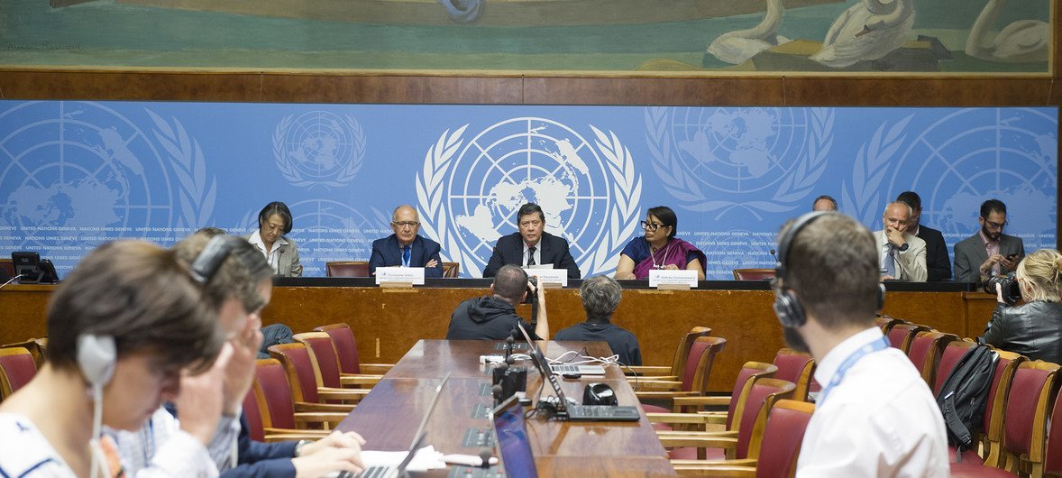 Marzuki Darusman, Chair of the Independent International Fact-finding Mission on Myanmar (centre), flanked by Mission members Christopher Sidoti (l) and Radhika Coomaraswamy (r), briefs the press on their report, UN Office at Geneva, 27 August 2018.
