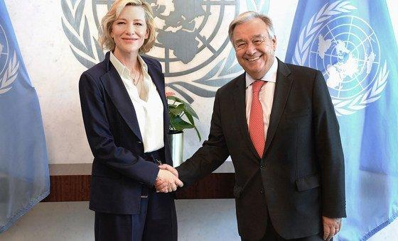 Cate Blanchett e António Guterres na sede da ONU, em Nova Iorque.