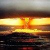 Un essai nucléaire réalisé sur une île de Polynésie française en 1971.