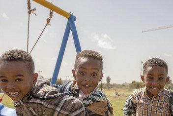 Des enfants jouent à Tripoli, en Libye.