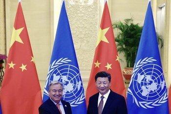 Secretário-geral António Guterres cumprimenta presidente da China Xi Jinping.