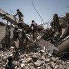 Jovens na escola Aal Okab, em Saada City, que foi destruida durante o conflito.