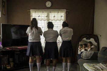 Três jovens, com 13 e 14 anos, nas Honduras, que foram vítimas de assédio.