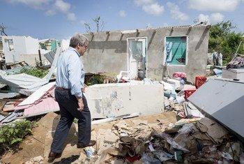 एंटीगा और बरबूडा में तूफ़ान से हुई तबाही का जायज़ा लेते यूएन प्रमुख. (फ़ाइल)