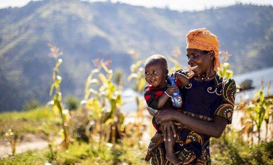 Les populations les plus pauvres et les plus vulnérables du Rwanda ont bénéficié du concept de «village vert», visant à résoudre les problèmes de ressources naturelles du pays, notamment la déforestation, utilisation des terres non durable.
